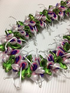 Designed by TracyHarada Ui'mauamau 公認インストラクター レッスン、キット販売してます! Ribbon Lei, Leis, Hula, Hawaiian, Baskets, Hampers, Basket, Garlands, Curves