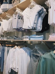Brandy Melville Outfits, Brandy Melville Usa, Pretty Outfits, Cute Outfits, Fashion Corner, Teenager Outfits, Fashion Outfits, Womens Fashion, Types Of Fashion Styles