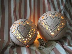 Candle ball heart of ceramic - Dand Crafts Ceramics Projects, Clay Projects, Projects To Try, Diy Clay, Clay Crafts, Diy And Crafts, Ceramic Lantern, Ceramic Light, Ceramic Pottery
