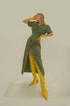 High Fashion Poses, Fashion Model Poses, High Fashion Shoots, Human Poses Reference, Pose Reference Photo, Fashion Photography Poses, Fashion Photography Inspiration, Artistic Fashion Photography, Abstract Photography