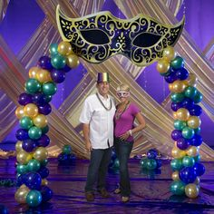 Create a dramatic entrance to your masquerade party with this Mysterious Mask Balloon Arch.