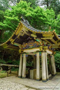 The shrines and temples of Nikko are beautifully decorated and set in the hillside of Japan surrounded by green and lush forest. Japanese Landscape, Japanese Architecture, Shrines And Temples Of Nikko, Japanese Shrine, Zhangjiajie, Background Drawing, Shamanism, Gazebo, Tokyo
