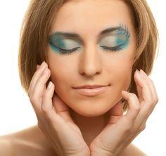 Evening make-up turquoise white
