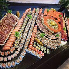 calm and eat sushi: Photo food sushi Cute Food, I Love Food, Good Food, Yummy Food, Eat Sushi, Sushi Love, Sushi Platter, Sushi Buffet, Sushi Party