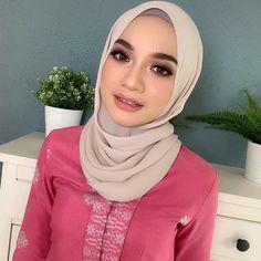 Arab Girls Hijab, Girl Hijab, Beautiful Muslim Women, Beautiful Hijab, Ootd Hijab, Hijab Chic, Asian Model Girl, One & Only, Hijab Collection
