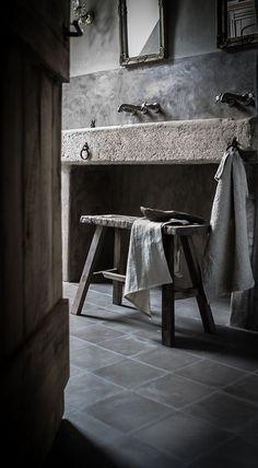 7 Healed Cool Tips: Rustic Aesthetic Interior Design rustic house design. Bad Inspiration, Bathroom Inspiration, Bathroom Ideas, Tadelakt, Rustic Bathrooms, Bathroom Toilets, Interior Design Tips, Gray Interior, Rustic Interiors