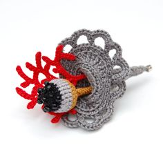 Image of Crochet brooch with coral details Crochet Brooch, Freeform Crochet, Crochet Art, Irish Crochet, Crochet Earrings, Crochet Flower Patterns, Crochet Flowers, Brooches Handmade, Handmade Jewelry