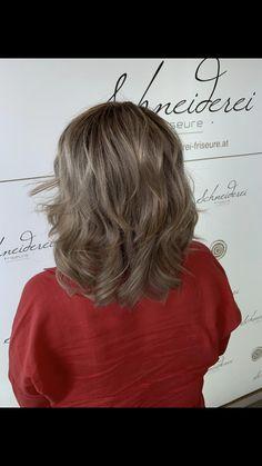 Silver blonde hair color Silver Blonde Hair, Hair Affair, Trends, Hair Color, T Shirts For Women, Long Hair Styles, Nails, Beauty, Fashion