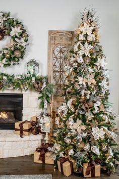 12 Ft Christmas Tree, Christmas Trends, Christmas Tree Design, Christmas Tree Themes, Woodland Christmas, Colorful Christmas Tree, Diy Christmas Tree, Christmas Tree Decorations, Holiday Decor
