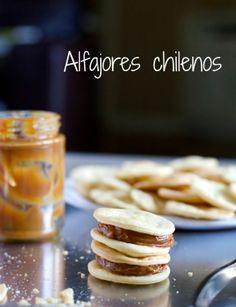 En Mi Cocina Hoy : Chilean Alfajores - South American Recipes in Spanish and English Chilean Recipes, Chilean Food, Chilean Desserts, Caramel Cookies, Sweet Cookies, Dessert Dishes, Latin Food, Sweet Recipes, Delicious Desserts