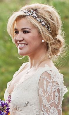 love the wedding hairstyle with the headband