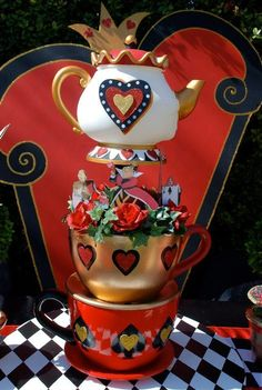 best alice in Wonderland party decor Mad Hatter Party, Mad Hatter Tea, Mad Hatters, Disney Valentines, Valentines Day Party, Party Props, Party Themes, Party Ideas, Queen Of Hearts Alice