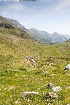 Andorran vuoristoa - Arcalis Ordino maisema vuoristo vuori kesä jylhä kivi kivet…