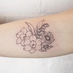 simple floral arrangement: narcissuses, lily of the valley and daisy thanks for coming @torygibs✌ #TattooIdeasSimple