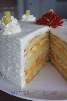 En la búsqueda de los recuerdos, es que pude traer a mi memoria cuando mi amada madre estaba en la cocina preparando esta deliciosa torta con un recetario de Leche Ideal y que ahora tengo en mi poder. Ha sido emocionante retrocer en el tiempo más cuando de hace tantos años ella partió, su ... Food Cakes, Cupcake Cakes, 1234 Cake, Salvadorian Food, Chilean Recipes, Italian Cake, Savoury Cake, Cute Cakes, Homemade Cakes