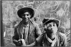 Henri Cartier-Bresson 1933. Gypsies in Grenada, Andalucia, Spain Magnum Photos -