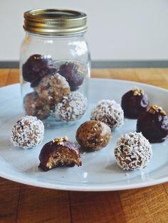 Raw Cookie Dough Energy Balls