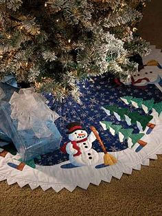 Quilting - Christmas Patterns - For the Tree Patterns - Friendly Snowman Tree Skirt Xmas Tree Skirts, Christmas Tree Skirts Patterns, Tree Patterns, Quilt Patterns, All Things Christmas, Christmas Fun, Christmas Decorations, Christmas Ornaments, Christmas Sewing Projects