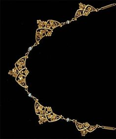 nice art nouveau gold and pearl necklace, flower motif, French, 1900.