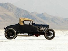 1927 Model T Ford on the Bonneville Salt Flats Retro Cars, Vintage Cars, Antique Cars, Vintage Iron, Traditional Hot Rod, T Bucket, Ford Classic Cars, Us Cars, Ford Models