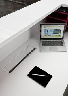 Salve reception desk is a stunning Italian linear reception counter range with LED illumination suited to modern commercial reception areas. Reception Counter, Reception Desks, Reception Areas, White Office Furniture, White Desk Office, Office Looks, Look Cool, Interior, Modern