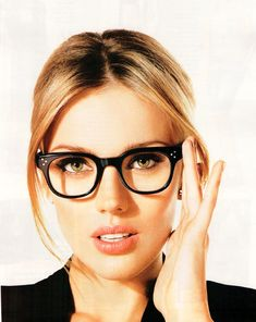 ELLE France- adorable nerd glasses make you look extra chic #ultrachic #femfessionals