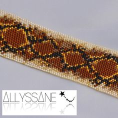 Dani: bracelet manchette artisanal tissage de perles de verre Miyuki marron noir et doré. Motif serpent python. Bijoux sur mesure. Handmade beadweaving peyote glass seed beads Miyuki brown gold and black. Snake pattern design. Custom made jewelry. http://allyssane.com/fr/manchettes/16-dani-bracelet-manchette-tissage-perles-rocaille-verre-miyuki-fermoir-magnetique.html