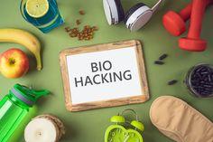 """Möchten Sie besser gelaunt sein? Oder möchten Sie Ihren Sexualtrieb verbessern? Dann sollten Sie versuchen, Ihre Hormone zu biohacken: Sie helfen Ihrem Körper, besser zu funktionieren, indem Sie Ihre eigene DNA oder Ihr eigenes Make-up """"hacken"""". Ob durch Technologie, Veränderungen im Lebensstil oder Diäten; Es ist möglich und weniger kompliziert als es sich anhört.  #biohacking #sexualtrieb #gesund #gesundermann #DNA Zen Meditation, Dna, Technology, Metabolism, Healthy Man, Positive Feelings, Stress Relief, Lifestyle, First Aid"""