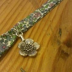 Bracelet en biais liberty fleuri et breloque fleur