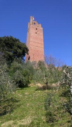 De Rocca di Federico II op het hoogste punt van het stadje