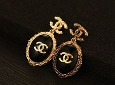 CC Vintage Look Gold Plated Earrings Chanel Jewelry, Luxury Jewelry, Silver Jewelry, Jewlery, Silver Rings, Jewelry Accessories, Fashion Accessories, Fashion Jewelry, Jewelry Design