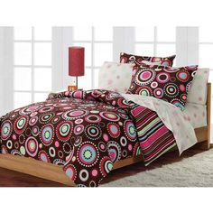 Enjoy making your bed with this beautiful queen-sized sheet set. The set includes everything you need to create the look that has been shown on many magazine covers. Making your bed every morning will make the room look tidy with minimal effort.