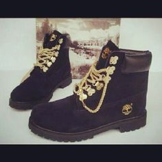 Black timberland boots with gold chains are the best shoes to pair with an outfit to make it bold and daring.