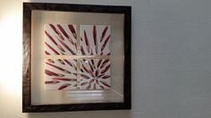 http://mercatinoartigiano.net/it/annuncio/view?id=195 quadro con ceramica dipinta a mano ceramica - Laura  Nan  Quadro con piastrelle dipinte a mano distanziate tra loro, ogni piastrella misura 15x15, rappresenta un fiore stilizzato, montate su lastra di vetro, il quadro misura cm.53x53 .Come tutti i pezzi della mia collezzione anche questo è firmato, datato e numerato. Tutti i supporti vengono acquistati personalmente a Deruta culla della ceramica made in Italy.