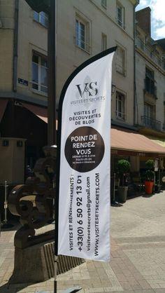 Le drapeau de rendez-vous pour les visites, rue des Trois-Clefs à Blois. Visites avec ou sans réservation. 06.50.92.13.01