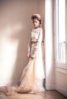 Y parece flotar con este vestido de dos piezas de Helena Mareque #vestidosdenovia #weddingdresses #tendenciasdebodas