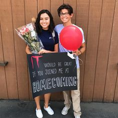 21 Adorably Extra Homecoming Proposals You Need To See Cute Homecoming Proposals, Formal Proposals, Prom Pictures Couples, Prom Couples, High School Dance, School Dances, Enchanted Rose, Dance Proposal, Proposal Ideas