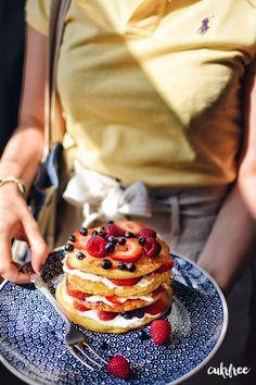 Cukrfree lívance s jogurtem a ovocem Low Carb Desserts, Low Carb Recipes, Gaps Diet, Kefir, Lchf, Sugar Free, Donuts, Paleo, Sweets