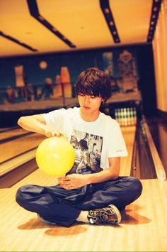 "Kento Yamazaki, ""Bowling"", The Television Japanese Drama, Cute Japanese, Pretty Men, Beautiful Men, Dramas, L Dk, Crush Pics, L Lawliet, Kento Yamazaki"