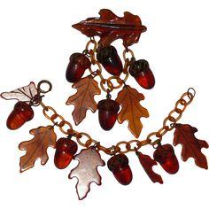 Vintage Root Beer Bakelite Carved Acorns & Oak Leaves Brooch & Bracelet Set