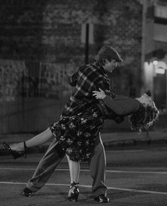 Gray Aesthetic, Black And White Aesthetic, Couple Aesthetic, Aesthetic Pictures, Black And White Picture Wall, Black N White, Black And White Pictures, Cute Couples Goals, Couple Goals
