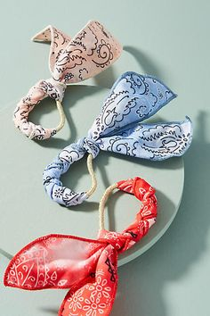 These hair ties are so cute and fun, great for a casual ponytail Anthropologie Bandana Pony Holder Set (affiliate link)