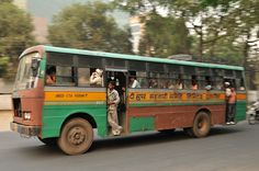 How to capture the speed of a moving bus? Learn all about it at www.marcellogeerts.com. #photo #photography #india #delhi #gurgaon #streetphotography #travelphotography #images #camera #elearning