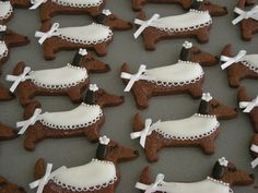 Dachshund Cookies i want to bake.for her birthday party of course Cookies i want to bake.for her birthday party of course! Purple Happy Birthday, Happy Birthday Mommy, Dog Cookies, Cupcake Cookies, Cupcakes, Weenie Dogs, Doggies, Baby Dogs, Dachshund Love