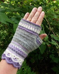 Virkad halvvante/torgvante i alpackagarn. Crocheted mitten in alpacayarn. #virkade #crochetedwithlove  #halvvantar  #alpackagarn  #Mittens  #alpackagarn  #silk #design Crochet Mitts, Veronica, Fingerless Gloves, Arm Warmers, Mittens, Magenta, Studio, Instagram, Design