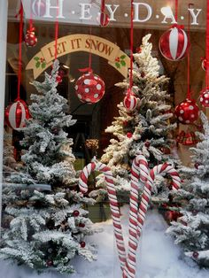 window display · Time For The Holidays: Pretty Christmas Storefronts Christmas Shop Displays, Christmas Store, Christmas Crafts, All Things Christmas, Christmas Holidays, Christmas Window Display Retail, Christmas Shopping, Christmas Grotto Ideas, Christmas Window Decorations