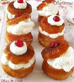 The colors of the plate: Savarin Dessert Cake Recipes, Sweets Cake, Cupcake Recipes, Romanian Desserts, Romanian Food, Cocktail Desserts, Dessert Drinks, Savarin, Small Desserts