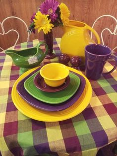 FiestaFriday ~ We wanted to think spring today, as we are experiencing below zero windchill warnings in WI. think spring, March will be here before we know it! Kitchen Colors, Kitchen Stuff, Fiesta Kitchen, Rainbow Kitchen, Apple Festival, Vintage Dinnerware, Vintage Classics, Halloween Night, Tablescapes