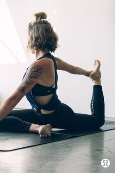 NEW! Perfect four workout basics with Hannah Davis on the blog! #nutritionstripped #workout #legday Photo by LuluLemon