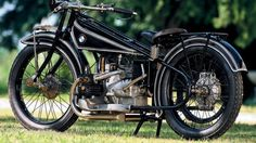 BMW R32 The BMW R32, built in 1923, was the first of a spectacular line of German motorcycles.